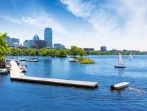 Boston segelbåtar Charles River på promenaden Fotografering för Bildbyråer