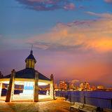 Boston-Skyline bei Sonnenuntergang Piers Park Massachusetts lizenzfreies stockbild