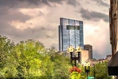 Boston-Skyline gleich nach Sonnenuntergang lizenzfreies stockbild