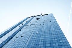 Boston-Skyline syscraper Gruppenarbeitskräfte, die Fensterservice am hohen Aufstieg errichtet blaues Fenster säubern lizenzfreie stockfotos