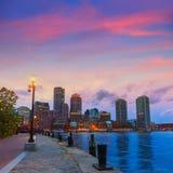Boston-Sonnenuntergangskyline am Fan Pier Massachusetts Stockfoto
