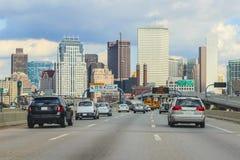 Boston trafik med centret i bakgrund arkivbilder