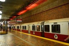 Boston tunnelbanaröd linje, Massachusetts, USA Arkivbilder