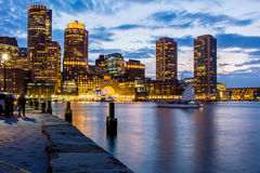 Boston under en delvis molnig solnedgång Royaltyfria Foton