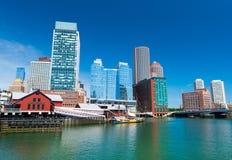 Boston USA: Boston cityscape, tebjudningmuseum och moderna byggnader Royaltyfria Bilder