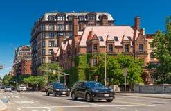 Boston USA: Gatasikt med historiska hus Arkivbild