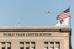 BOSTON USA 05 09 2017 hamnstadWorld Trade Centerbyggande som lokaliseras på strandbrittiska samväldet Pier South Boston Arkivfoton