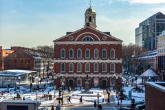 Boston USA marscherar 01, 2019: Det Bostonian samhället underhåller ett arkiv och ett museum inom det gamla tillståndshuset arkivbild