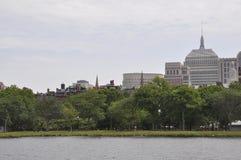 Boston-Wolkenkratzer von Charles River Kreuzfahrt in Massachusettes-Staat von USA Lizenzfreie Stockbilder