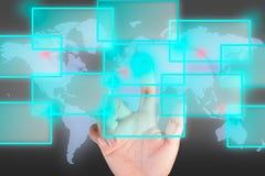 Botão da pressão de mão com fundo da tecnologia de comunicação imagens de stock