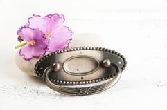 Botão da tração da gaveta do metal do vintage foto de stock