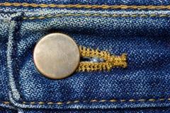 Botão de bronze da calças de ganga foto de stock
