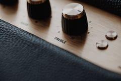 Botão de controle do triplo no amplificador da música fotos de stock