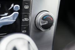 Botão de controle moderno da condição do ar do carro fotografia de stock