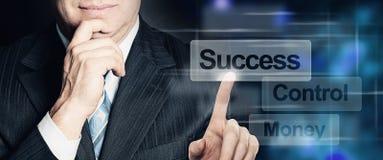 Botão de Hand Touch Success do homem de negócios Imagens de Stock Royalty Free