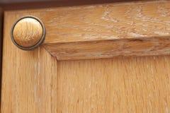 Botão de madeira do armário foto de stock royalty free