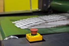 Botão de parada da emergência; Interruptor do impulso da segurança; interrompido; Para a segurança imagem de stock