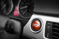 Botão de PARADA vermelho em um painel Fotografia de Stock
