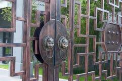 Botão de porta antigo imagens de stock royalty free