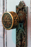 Botão de porta de bronze antigo Fotografia de Stock Royalty Free