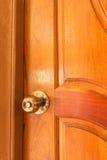Botão de porta de bronze do metal antigo imagem de stock