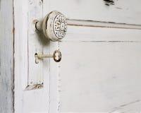 Botão de porta e chave de esqueleto fotos de stock royalty free