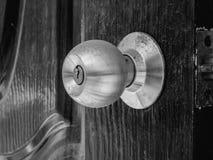Botão de porta empoeirado foto de stock