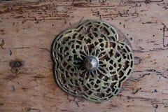 Botão de porta feito a mão velho do otomano imagem de stock