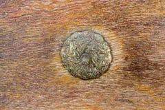 Botão de porta feito a mão velho do otomano fotografia de stock