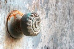Botão de porta oxidado fotografia de stock