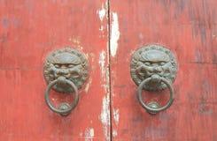 Botão de porta tradicional chinês fotografia de stock
