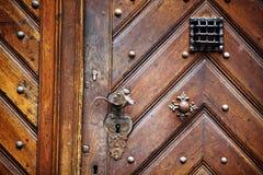 Botão de porta velho Fotografia de Stock Royalty Free