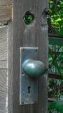 Botão de porta velho fotos de stock