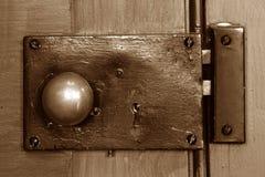 Botão de porta velho da estação de correios Fotografia de Stock Royalty Free