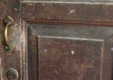 Botão de porta velho do vintage fotografia de stock