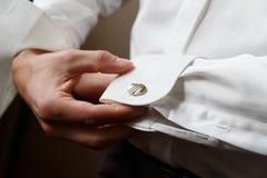 Botão de punho do desgaste de homens Imagens de Stock