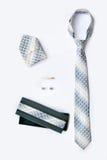 Botão de punho, laço e grampo de laço, lenço e caixa de presente Imagens de Stock