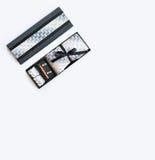 Botão de punho, laço, grampo de laço, lenço na caixa Fotos de Stock