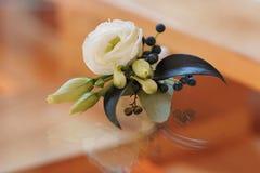 Botão de Rosa no boutonniere tenderless, close up Imagens de Stock Royalty Free