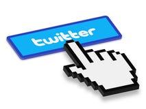 Botão de Twitter da imprensa da mão do rato Fotografia de Stock