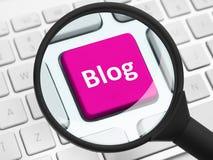 Botão do blogue sob a lupa Fotografia de Stock Royalty Free