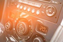 Botão do condicionamento de ar do detalhe dentro de um carro imagem de stock royalty free