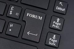 Botão do fórum em um teclado de computador fotografia de stock royalty free