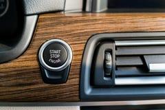 Botão do motor da parada de começo foto de stock royalty free