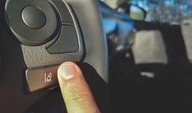 Botão do sistema da assistência da mudança da pista no volante do carro fotografia de stock