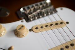 Botão do volume na guitarra elétrica imagens de stock