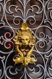 Botão dourado dourado decorativo da cabeça do leão, Veneza imagem de stock royalty free