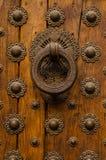 Botão, madeira e metal de porta imagens de stock