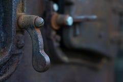 Botão oxidado da abertura da maquinaria imagem de stock