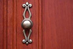 Botão riscado do armário para a porta de armário foto de stock
